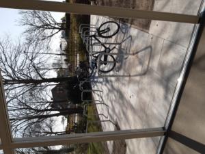 fietsenstalling vanuit de hal
